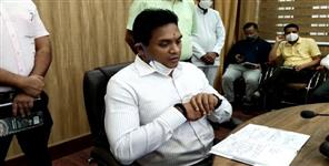 dehradun-dm-said-if-officers-phone-switched-off-than-case-will-be-registered-in-disaster-act
